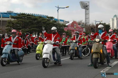 Korea-Santa-Claus-Scooter-Parade-2011