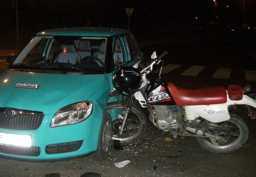 Car_vs_motorcykle_accident