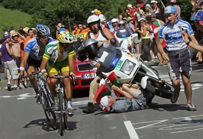 [Image: tour_de_france_crashes_18.jpg]