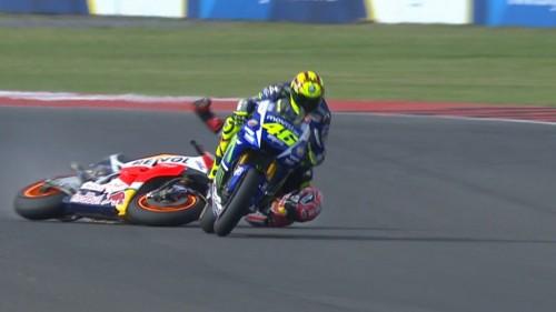 Rossi vs Marquez (c) MotoGP